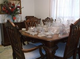 Beautiful, like new dining table and six chairs