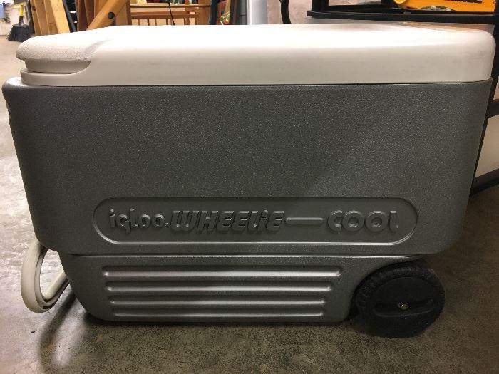 Igloo cooler on wheels