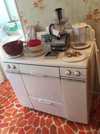 1950s Mid-Century Modern Stove, Mid-Century Modern kitchenware and small appliances