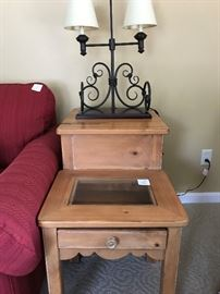 Lexington Furniture - Display-top End Table
