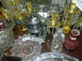 Canary and clear center piece candelabras, quadruple plate, smalls