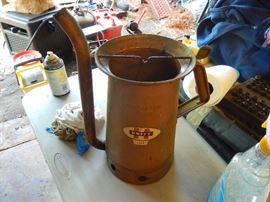 Vintage oil cans with spouts