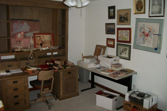 Large Executive Desk with Hutch top 2 pc.