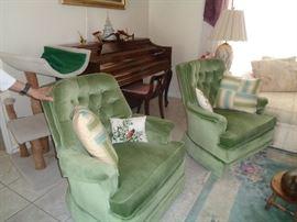 KNABE PIANO, WOOL RUG, LIVING ROOM FURNITURE