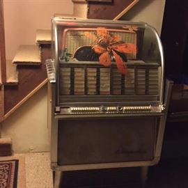 1950's Wurlitzer Jute Box, plays 45's