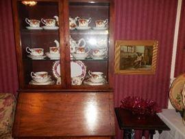 Close up of Royal Albert luncheon set, and Fenton Bowl