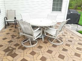 patio set for (4)