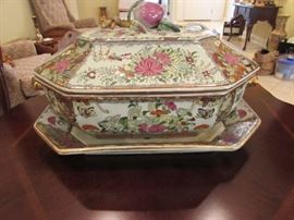 Soup tureen and matching underplate
