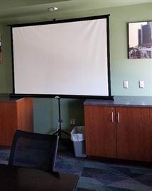 Portable projector screen