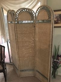 Wicker Floor Screens