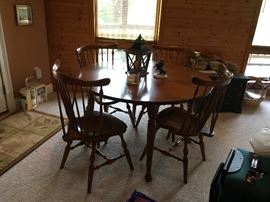 Cherry table with two leaves and six chairs