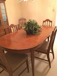 Bassett Table & Chairs