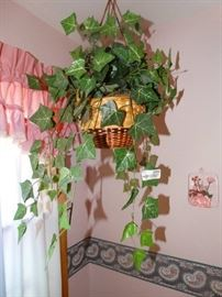 Hanging Faux Plant, Wall Decor/Pictures.