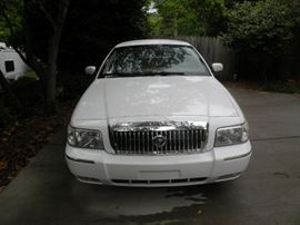 2008 Mercury Marquis Grand LS with 44, 200 on the odometer