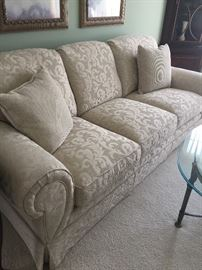 Off white Flexsteel Sofa in excellent condition.