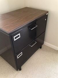 Metal 2-drawer file cabinet