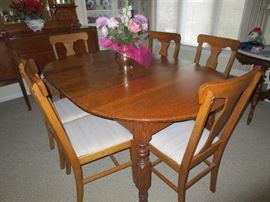 Oak Table, 6 T-Back Chairs, 3 Leaves
