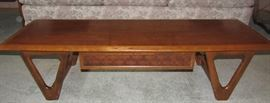 Beautiful Lane Coffee Table with Drawer in excellent condition