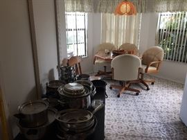 Kitchenwares abd kitchen table with four chairs