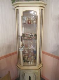 CURIO CABINET WITH LOTS OF COLLECTIBLES