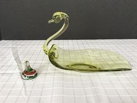Glass Swan Dish & Glass Candy Kiss     https://ctbids.com/#!/description/share/22222