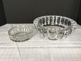 2 Heavy Glass Bowls https://ctbids.com/#!/description/share/22270