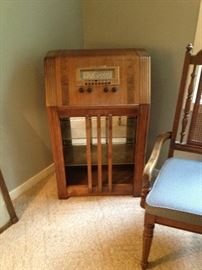 Repurposed Antique Radio into Glass Shelved Display