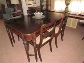 Walnut Dining Room Table with 6 chairs in excellent condition