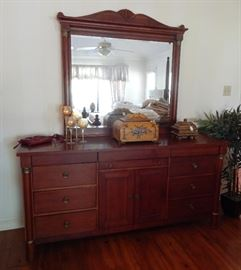 Lexington Dresser w/Mirror