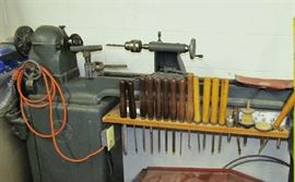 Heavy duty lathe with cutting tools