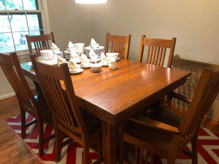 Mission style dining room set with expandable leaf