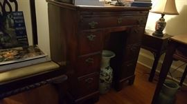 early 1800s Chippendale-style kneehole desk