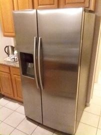 New Stainless Steel Side By Side Refrigerator/ Freezer!! With Ice & Water Dispenser! Come early this baby won't last long!!!
