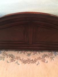 This is a closeup of the footboard included in the Bedroom set that consists of a King-sized bed with headboard and footboard (Temperpedic memory foam mattress sold separately - 10-years old but never removed from protective bag); 2 matching nightstands, Matching chest of drawers, and Matching dresser and mirror. All items in excellent condition. Price of bedroom set without mattress: $2,000