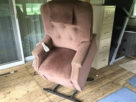 Handicap Lift Recliner Power Chair $100  Works great- serviced by Roberts Home Medical