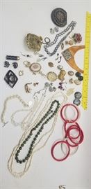 Costume Jewelry (Lot #2)    http://www.ctonlineauctions.com/detail.asp?id=718483