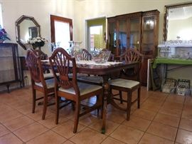 Beautiful Duncan Phyfe Style Table And Shield Back Chairs, Excellent Shape