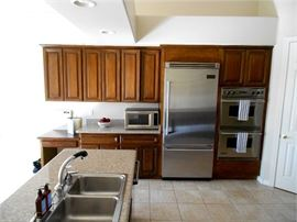 Kitchen Cabinets and Stainless Steel Viking Appliances