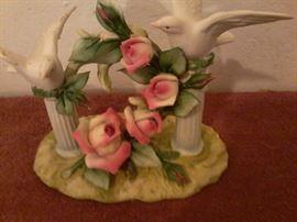 Porcelain Bird Statue     http://www.ctonlineauctions.com/detail.asp?id=718911