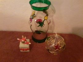 3 Holiday Decorations  http://www.ctonlineauctions.com/detail.asp?id=718920