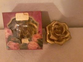 2 Tea Rose Decorations  http://www.ctonlineauctions.com/detail.asp?id=718908