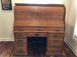 Newer Computer Office Roll Top Desk-Fits Computer, Printer, Tower with ease-Pull out compartment for keyboard and many draws for storage-$500.00 ($1,700-New)