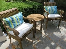 TEAK PATIO CHAIR & SMALL ROUND ACCENT TABLE SMITH & HAWKEN AVIGON COLLECTION