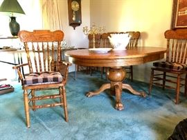 Oak dining table with on leaf, two arm and four side chairs.  Beautiful condition.