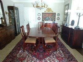 "Hickory Chair mahogany dining table, with two 20"" leaves/all pads and set of 8 matching chairs, 6 sides, 2 arms."