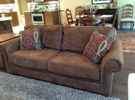 Broyhill Sofa in Excellent Condition