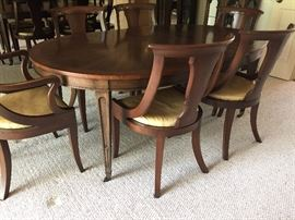 BAKER FURNITURE - Oblong Dining table (with leaves - 2) and 6 chairs (4 side and 2 arm with upholstered seats) - excellent condition