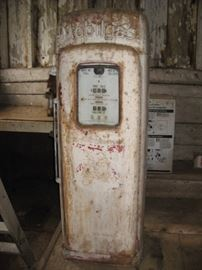Vintage original  Mobil Wayne 80, 1951 script top gas pump