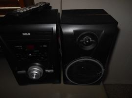 RCA portable AM/FM and 2 speakers