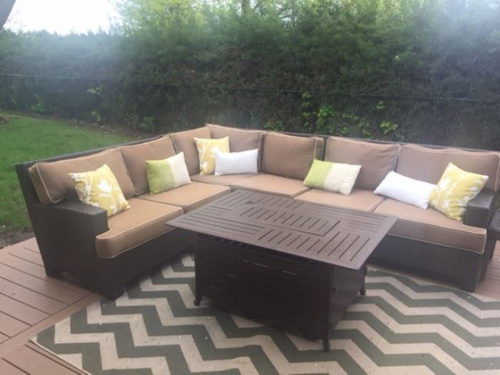 Outdoor/patio sectionsl, table and rug